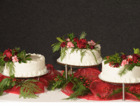 Decorating cakes with flowers