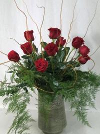 12 Roses in decorative container