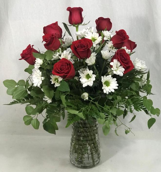 12 roses with daisies